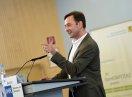 """Volker Baisch, Geschäftsführer der Väter gGmbH, informiert anschau-lich über das Thema """"Die neue Partnerschaftlichkeit – ein Gewinn für Väter und Unternehmen"""""""