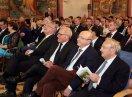 Ehrengäste sitzend in der ersten Reihe