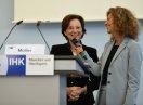 Familienministerin Emilia Müller begrüßt die Teilnehmer der ersten Fachveranstaltung unter dem Dach des Familienpakts Bayern