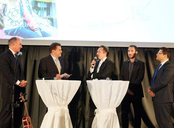 Podiumsgespräch mit fünf Personen auf der Bühne
