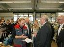Staatssekretär Johannes Hintersberger beim Besuch der Kurse der Überbetrieblichen Lehrlingsunterweisung in den Werkstätten der Handwerkskammer für Schwaben
