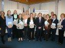 Gruppenbild der Ausgezeichneten mit Ehrenamtsbotschafter der Bayerischen Staatsregierung
