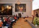 Staatsministerin Müller hält vor dem Publikum ihre Eröffnungsrede
