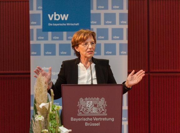 Die bayerische Sozialministerin Emilia Müller in der Bayerischen Vertretung in Brüssel