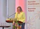Kerstin Schreyer steht am Redepult