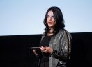 Moderatorin Melitta Varlam auf der Bühne