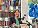 Staatsministerin Emilia Müller am Rednerpult