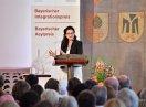 Dr. Necla Kelek steht am Redepult