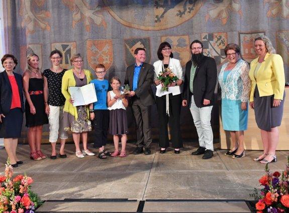 Gruppenbild der Gewinner zusammen mit Landtagspräsidentin Barbara Stamm, Staatsministerin Emilia Müller und Integrationsbeauftragte Kerstin Scheyer